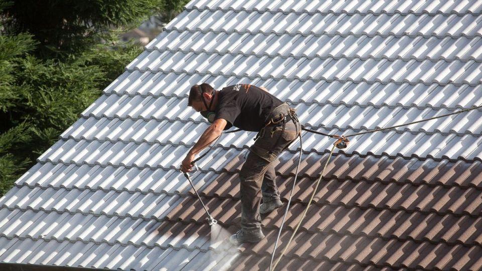 D moussage de toiture pour un toit en bon tat - Produit traitement toiture ...