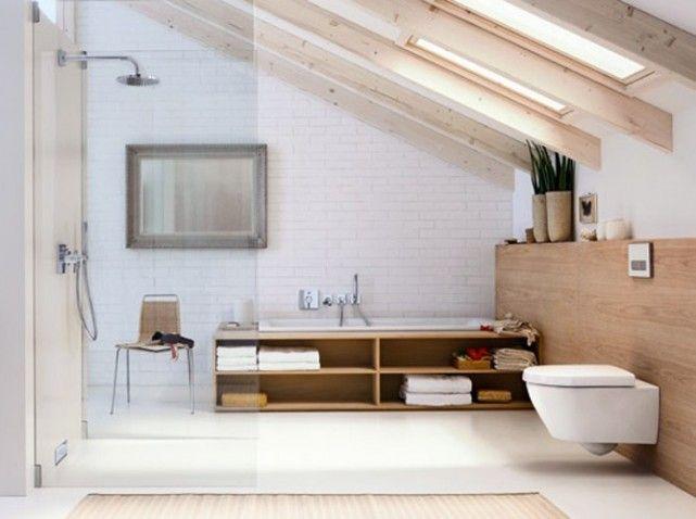 Am nager une salle de bains sous les toits - Salle de bain sous les combles idees ...