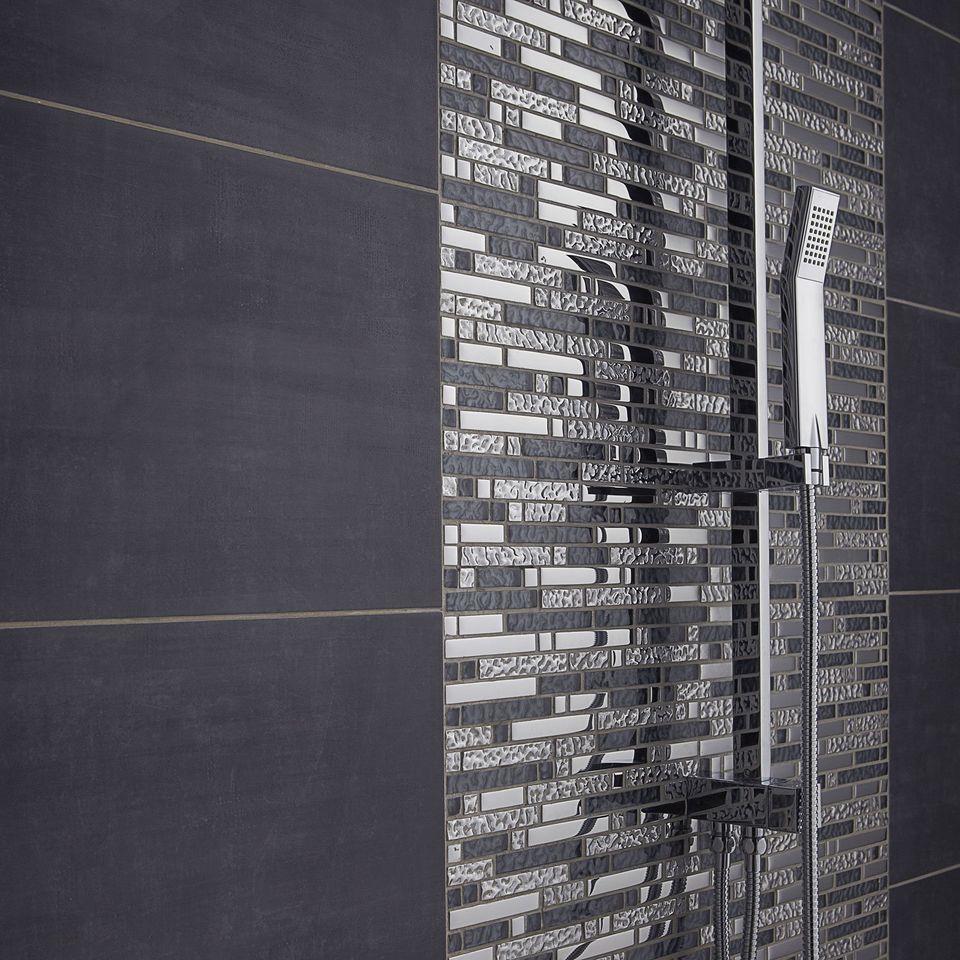 carrelage : comment choisir la taille des carreaux ? | travaux.com - Mosaique Noire Salle De Bain
