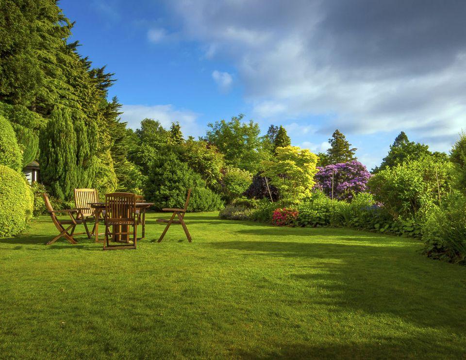 travaux de jardinage comment profiter d 39 une r duction d 39 imp t. Black Bedroom Furniture Sets. Home Design Ideas