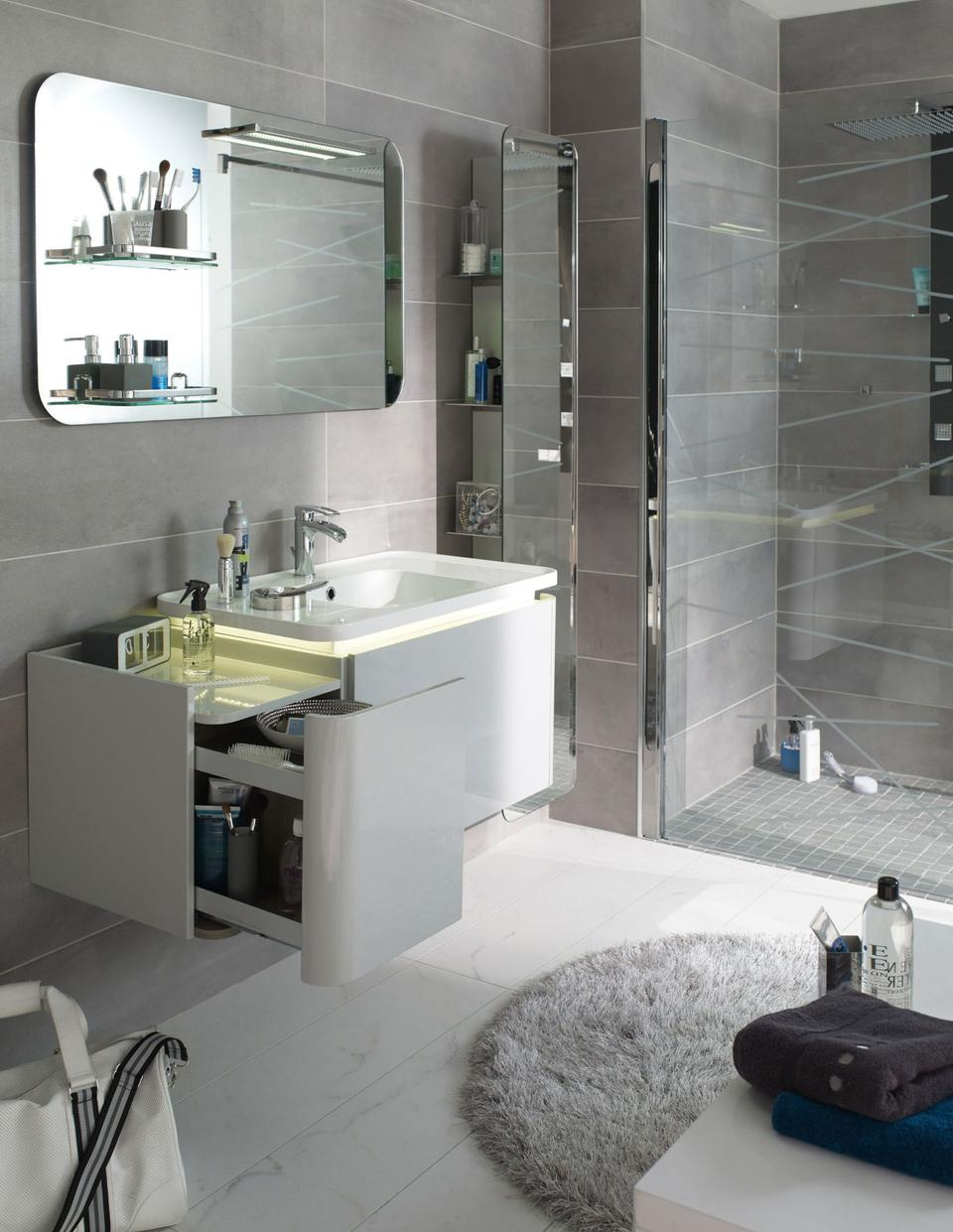 10 astuces pour am nager une petite salle de bains for Equipement salle de bain douche