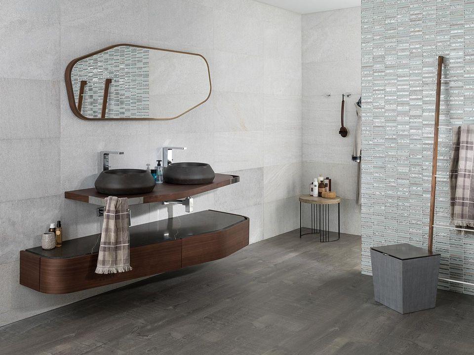 15 mod les de salle de bains qui s 39 adaptent tous les for Porcelanosa salle de bain