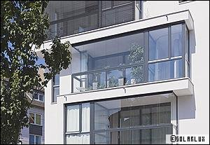 des fen tres pour profiter de son balcon toute l 39 ann e. Black Bedroom Furniture Sets. Home Design Ideas
