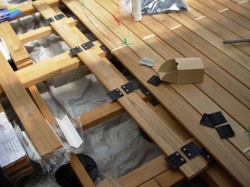 poser une terrasse en bois soi-même | travaux.com - Comment Installer Une Terrasse En Bois Sur Plots