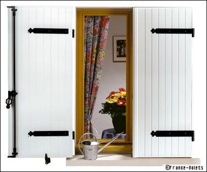 volets bois une tradition ind modable et qui suscite toujours autant de passion. Black Bedroom Furniture Sets. Home Design Ideas