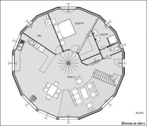 Une maison en bois ronde et cologique for Plan maison avec jardin interieur