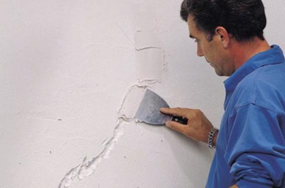 Préparation de mur reboucher les trous et fissures Deco.fr
