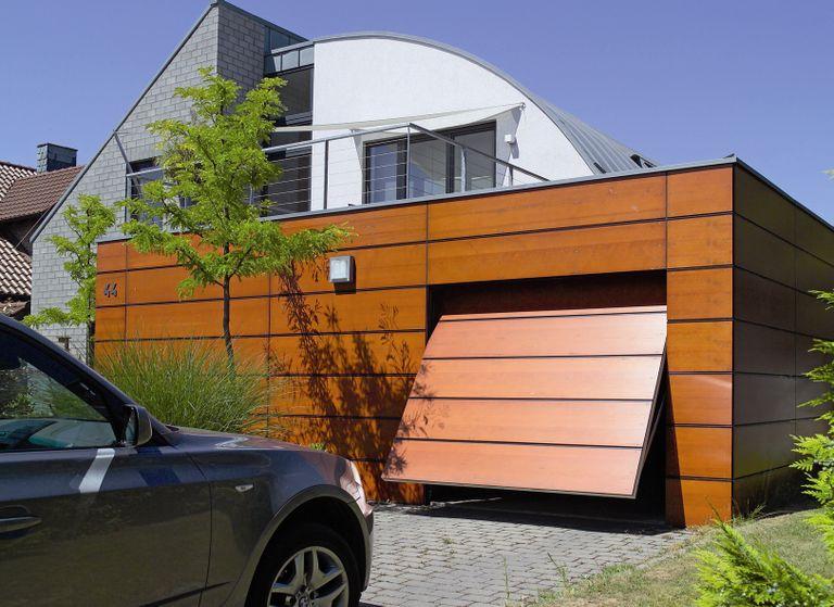 Porte De Garage Quelle Ouverture Choisir Travauxcom - Porte de garage sectionnelle avec porte douche pvc