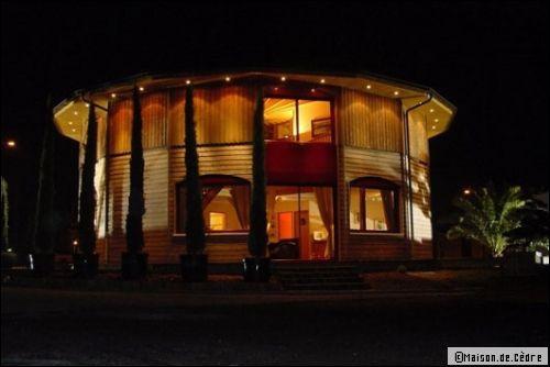 Une maison en bois, ronde et écologique - Travaux.com