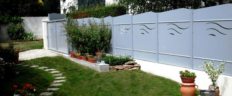 des cl tures de jardin design pour d limiter avec style. Black Bedroom Furniture Sets. Home Design Ideas